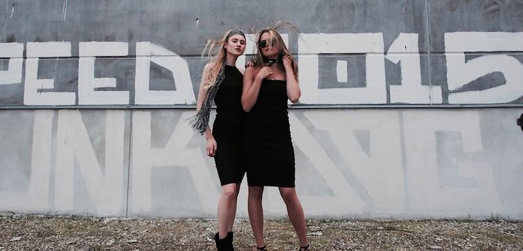 Denna veckan får vi följa den sprudlande kompisduon bakom WeAre - Alice Pavin & Charlotte Widén. Två tjejer som gör allt ihop, men som ser framtiden boendes på två helt olika delar av jorden. Vi får höra allt ifrån deras största inspirationskällor till hur det är att driva en blogg ihop med sin bästa vän.