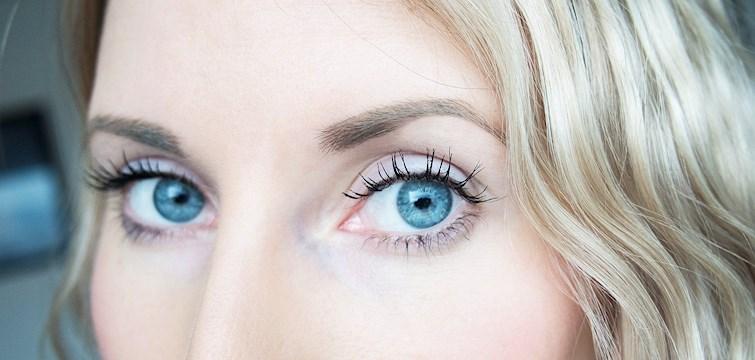 Øynene dine kan forsterkes ved bruk av sminke på samme måte som du kler deg etter kroppsform. Her er noen tips til hvordan du kan sminke deg for å oppnå ønsket resultat uansett øyefasong.