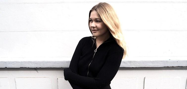 Denne uges blogger er vores alle sammens søde redaktør Anne. På bloggen deler hun ud af alt fra personlige indlæg, til fine outfit billeder. Kunne du tænke dig at lære Anne bedre at kende, så læs med her.