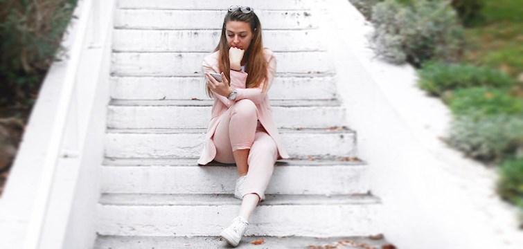 Vi kender alle de tidspunkter, hvor man ikke ved hvad man skal lave og bare går rundt og er rastløs. Den tid er nu ovre! Nouws blogger Josephine Helbrandt giver dig nu sine 10 bedste tips på, hvad du kan bruge tiden på!