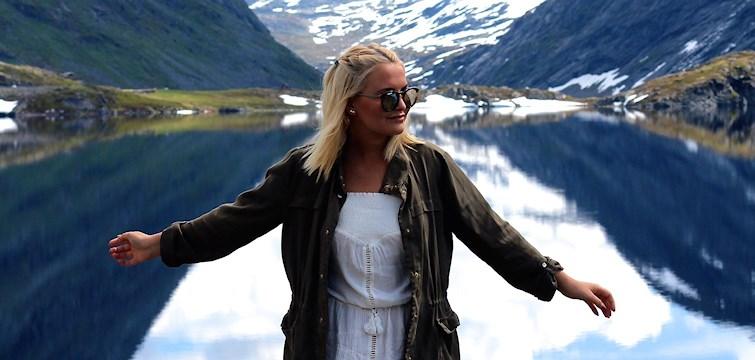 Denna veckans blogg är Josefin Lavold som är grym på att fynda snygga plagg och drömmer just nu om en resa till Maldiverna. I bloggen delar hon med sig av sin vardag och himla snygga outfits! Läs hela hennes intervju här.