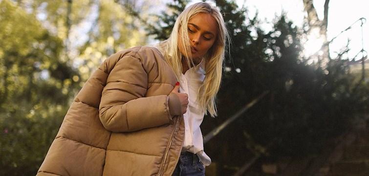 Letar du efter vinterjackan som både är snygg och håller värmen? Vi på redaktionen har tagit fram våra absoluta favoriter som finns att beställa online.
