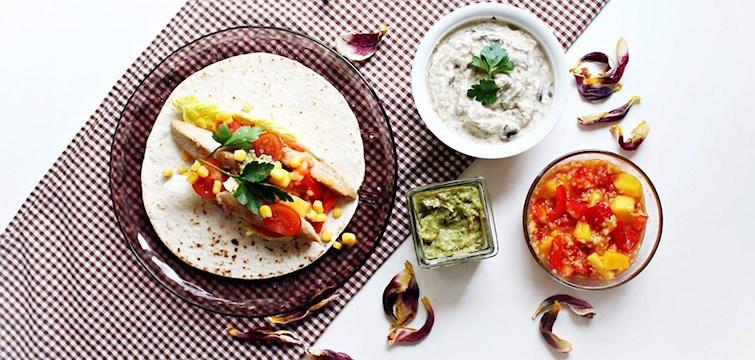 """""""Köp inte röror, såser, spice mixes osv färdigt i butik - gör de själv!"""" – Så säger Nouws mat och hälsobloggare 100 kitchen stories om förberedelserna inför tacokvällen."""