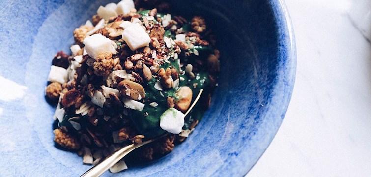 Avokado och spirulina bowl, acai och banan, passionsfrukt och salta mandlar eller chia med kokoskräm? Vilken är din favorit?