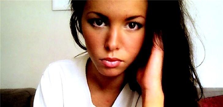 Hon är grym på att laga mat och planerar att skaffa en mops. Sin blogg beskriver hon som personlig och tjejig. Tjejen bakom Veckans blogg här på Nattstad är 17-åriga Lina Myrberg.