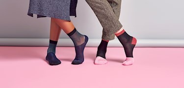 Trendspaning: Stilsäkra fötterna med färg i höst