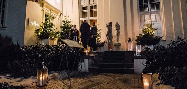 Torsdagens middag i Warszawa gick inte av för hackor. Gänget kördes till den prisbelönta restaurangen Belvedere där det dracks goda viner från Winnica Turnau och överraskades med ljuvliga blommor. Se alla bilder i reportaget.