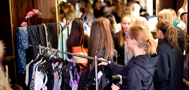 I september hade några av Nouws toppbloggare en bloppis i Göteborg för sina bloggläsare. Där sålde dom mängder med kläder, bjöd på dricka, godis och hade en härlig lördag. Häng med för att få se bilder ifrån eventet!