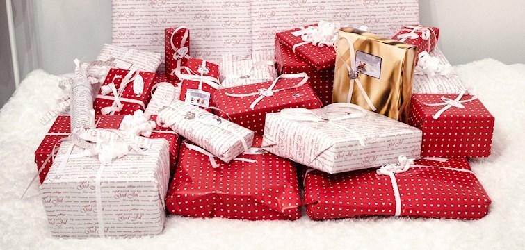 December är här och det är dags att börja shoppa julklappar. Våra bloggare ger, via Metapic, tips på både hårda och mjuka klappar till din flickvän, syster & väninna! Eller till någon annan du tycker om.