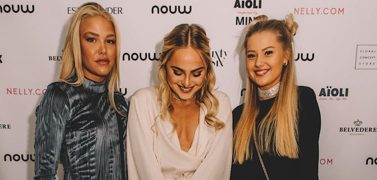 A night full of glam and glitter! It was a fabulous night where our invited bloggers were dressed to the nines in their trendy dresses, over the knee boots and red lips. Enjoy!