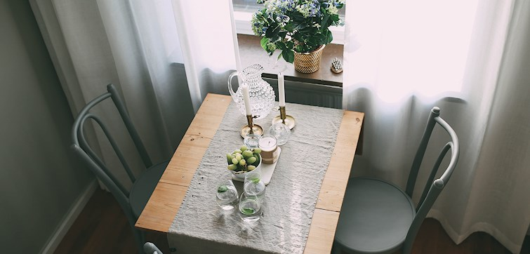 Vi fortsätter att kika in hos våra bloggare och denna gången är vi hemma hos Elin Skoglund. Hon har precis köpt sin första lägenhet och därmed också flyttat upp till huvudstaden. Här får vi hänga med när Elin inreder sitt nya hem!