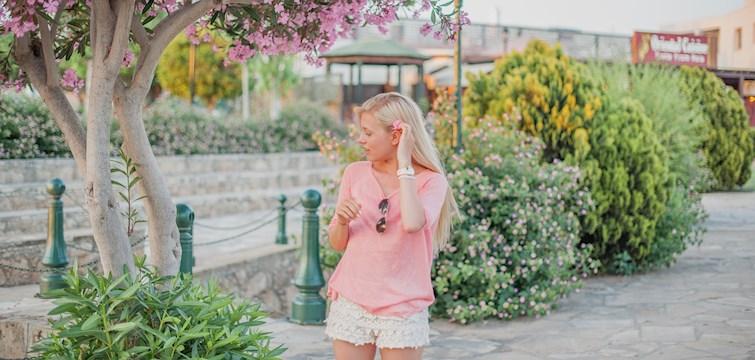 Hon delar med sig av inspirerande bilder, får en kick av att blogga och skriver om allt ifrån mode till heminredning. Veckans blogg här på Nouw är 26-åriga Cornelia Andersson.