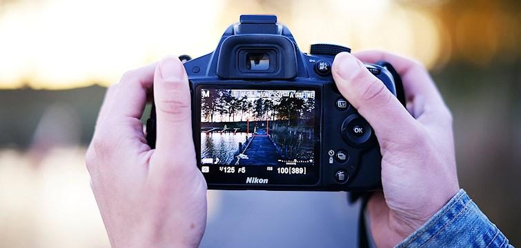 Har ni aldrig fotat manuellt tidigare? Behöver ni inspiration till sommarens fotograferingar? Eller vill ni lära er att på ett enkelt sätt redigera era bilder? Då har ni kommit rätt.
