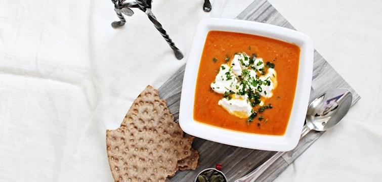 Sötpotatisen har blivit en favorit i de flestas hem på sistone, här kommer 100kitchenstories med den perfekta helgsoppan gjord på just sötpotatis. Lyxig och krämig, bättre kan det inte bli!