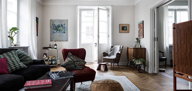 Vitt låg länge på en solklar förstaplats när många valde färg till väggarna i sina hem. Sedan klev grått in och tog över. Nu är det dags att säga varmt välkommen till trendiga nyansen greige!