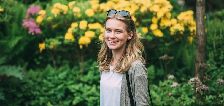 Hon älskar att skriva, gråter ofta och sprider gärna glädje runt omkring sig. Hon bor över sommaren i Göteborg men ska sedan återvända till sin man i New York. Veckans blogg på Nouw är Amanda Styrmark.