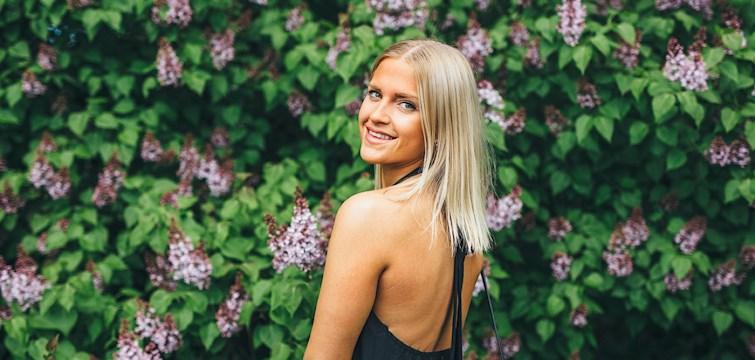 Hon flyttar till New York till hösten, är en riktig perfektionist och föredrar att dansa på borden på klubben. Veckans blogg här på Nouw är Linnea Moberg.