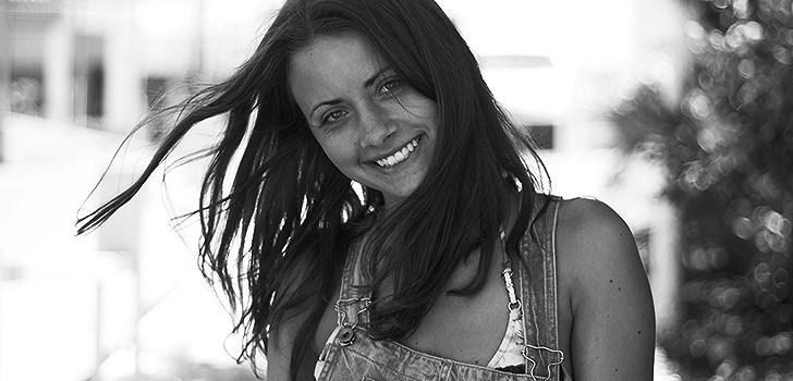 Hon beskriver sin blogg som en blandning mellan en foto- och en stilblogg. Och som en blogg med mycket bilder och inte så mycket text. Tjejen bakom Veckans blogg här på Nattstad är 19-åriga Anna Wallin.