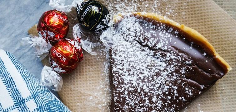 Saknar du inspiration till julbaket? Idag tipsar Foodstories om en ljuvlig, krämig chokladkaka.