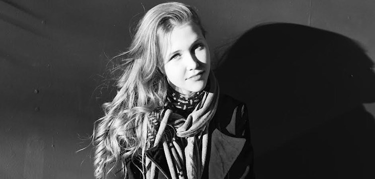 Denne uges blogger er Camilla, som driver bloggen Pretty Good VIbes. Her skriver hun om rejser, opskrifter, mode, tips og mere. Læs med for at vide hvilke andre bloggere, hun bliver inspireret af og hvad hendes hemmelige talent er!