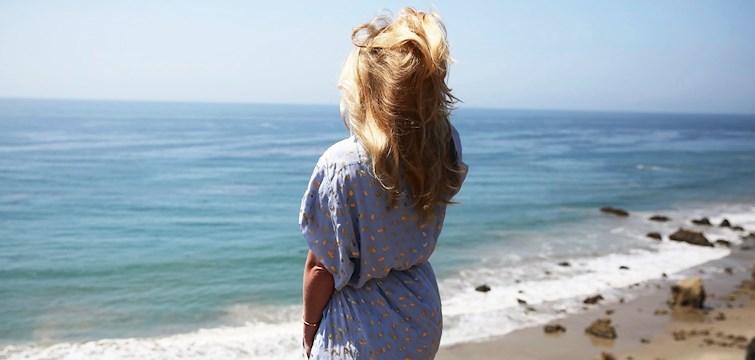 Svala långklänningar, snygga baddräkter och ett par slip-in. Har du semester på ingång eller känner du ett allmänt shoppingsug? Tess listar fem nyckelplagg som fulländar din sommargarderob det här året!