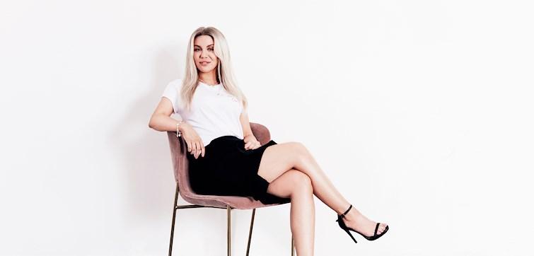 Söndagen den 14 maj släpper en av landets största profiler och YouTubers en egen klädkollektion. Therese Lindgren har tillsammans med NA-KD tagit fram en kollektion där hennes följare hyllas. Här ser du plaggen!