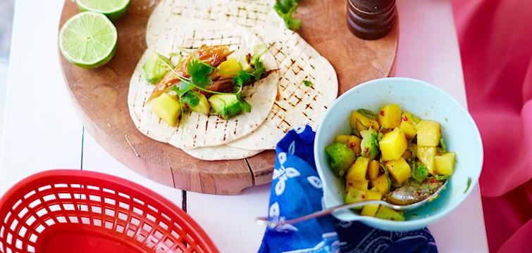 Kombinationen av makrill och taco är kanske inte den första man kommer att tänka på, men det är en klockren smakkombo i denna tacorätt! Nu bjuder Leila Lindholm på ett spännande recept från sin senaste bok.