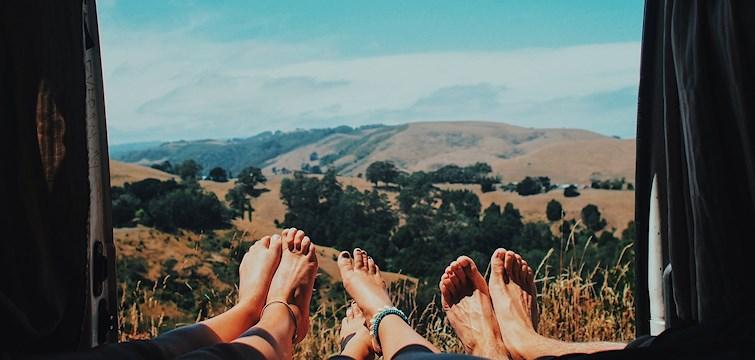 Brukar du också känna att tiden bara rinner iväg på sommaren? Här ger vi dig 7 tips på hur du maxar din sommar.