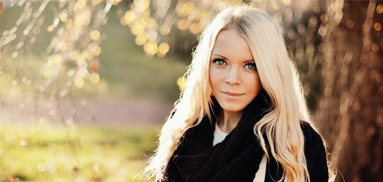 Hon beskriver sin blogg som en fotodagbok  - där fokus ligger på att ta fina och inspirerande bilder. Tjejen bakom Veckans blogg här på Nattstad är Siri Lindén från Mariehamn.