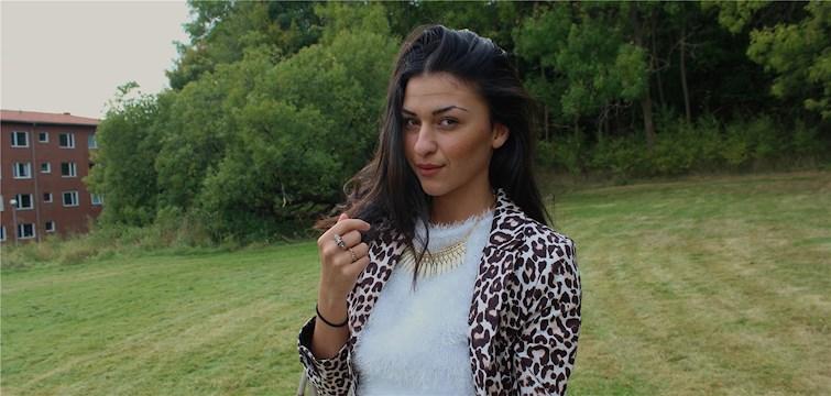 En galen brud som vet vad hon vill och som älskar att shoppa - så beskriver 18-åriga Nattstadbloggaren Sogand Sahbaei sig själv. Och nu på måndag kan vi se henne styra över familjens ekonomi i TV3:s Tonårsbossen.