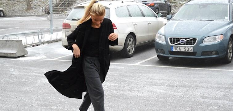 Hon köper kläder för varenda krona hon äger och älskar pasta med ketchup och svartpeppar. Tjejen bakom Veckans blogg här på Nattstad är 17-åriga Julia Glimsö.