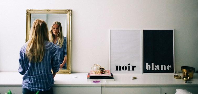 Följ med när skönhetsteamet rensar Joanna Fingals badrumsskåp. I samarbete med Garnier.