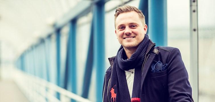 Han bloggar om livet som pappa - men även om snowboardåkning och streetdance. Bakom Veckans blogg här på Nattstad hittar vi Pappa P.