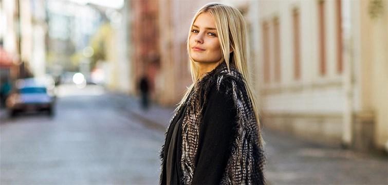 Hon vann priset för 2013 års Nattstadsblogg, älskar chockladbollar och spenderade sina vinstpengar i London. Jennifer Sandsjö känner att vinsten har gett henne självförtroende och har inga planer på att sluta blogga, någonsin.