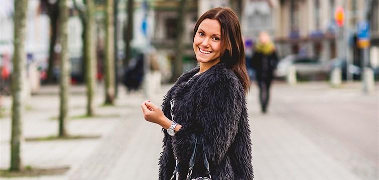 """Hon vann """"Bästa mode & livsstilsblogg"""", sparade sina vinstpengar till en skidresa och tycker att Nattstad Award-vinsten gav henne inspiration till att blogga mer. Julia Malmsten är en målsättare som tycker att man ska läsa hennes blogg för att den är ärlig."""