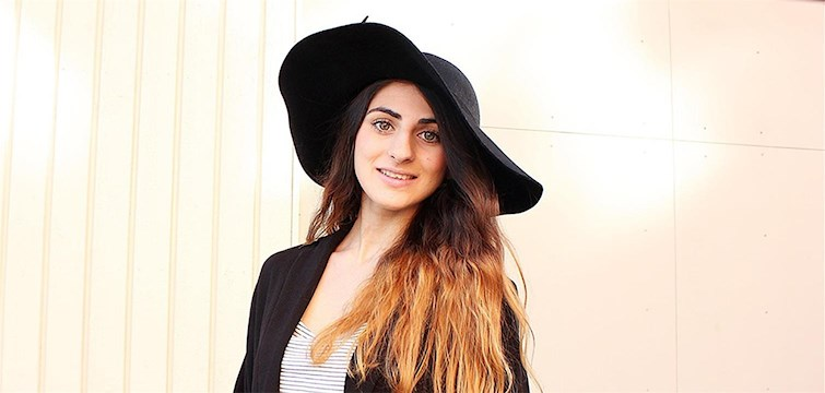 Hon bloggar om mode - men inte om dinosaurier. Och så kan hon sjunga Blinka lilla stjärna baklänges. Tjejen bakom Veckans blogg här på Nattstad är 22-åriga Aida.