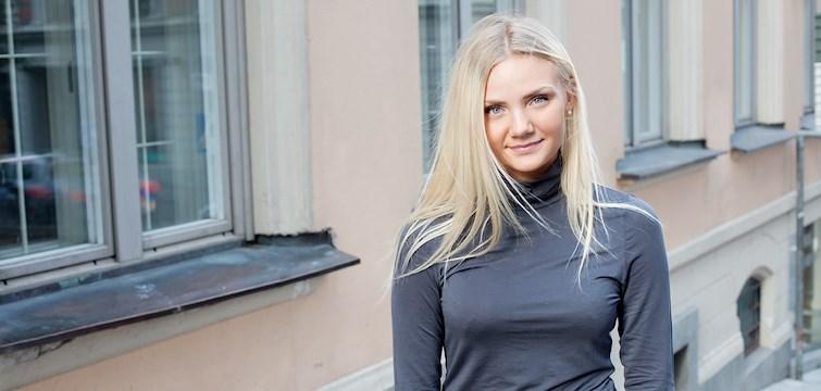 Hon drömmer om att flytta till Dubai, syr sina egna kläder men skulle aldrig blogga om konsten att skära en lök. Tjejen bakom Veckans blogg här på Nattstad är Mathilda Ljungberg från Stockholm.