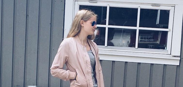Denne uges blogger er Louise, som driver en blog fyldt med inspirationsbilleder, musiktips, lækre madopskrifter og meget mere. Læs med og hør bl.a. om hvilke 3 ting Louise ønsker sig allermest lige nu!