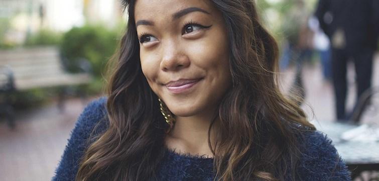 Hon är en satsande dansare inom hiphopkulturern, driver en färgstark blogg och flyttar snart till USA för att gå på college. Veckans blogg här på Nattstad är 19 åriga Pim.