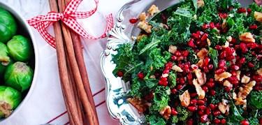 Vegorecept: grönkålsallad med saffransås till julbordet