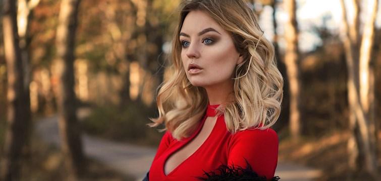 Veckans blogg är Elin Hansson som är bloggare och instagramprofil med över 170 000 följare. Hon inspireras av det mesta och bloggen är fylld av snygga outfitbilder som är tagna i naturen. In och läs hennes inspirerande intervju!