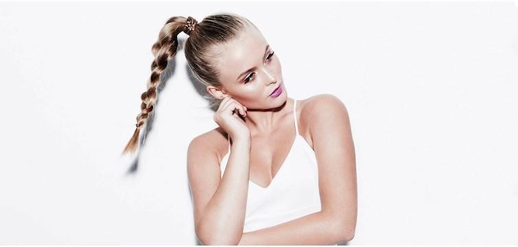 Hur många bilder tar Zara Larsson för att få till en bra selfie, vilka av Joanna Fingals Instagramposter får flest likes, vad låter Yaya bli att visa upp på bloggen och varför ställde Pdotter in den där dejten egentligen? Vi har ställt fyra stora profiler mot väggen för att ta reda på sanningen: Hur fåfänga är de egentligen?