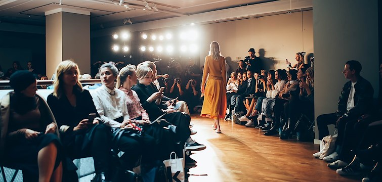 Nouw är på plats i Stockholms tillsammans med 13 andra internationella bloggare för att gå på Fashion Week. Under dessa tre dagar kommer ni att få följa med på vår resa. Häng med för att se lite snapshots ifrån dag ett!