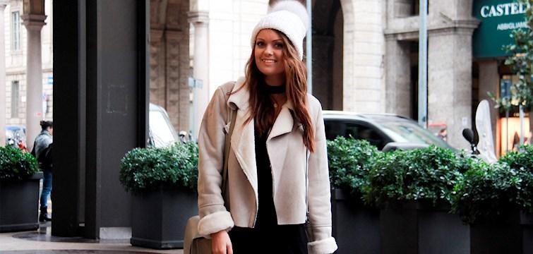 I denne uge har vi fået lov til at snage i Sofie Martines vintergarderobe. Hun er til minimalistiske og klassiske items og så er hun vild med store vamsede striktrøjer. Læs med her og bliv inspireret.
