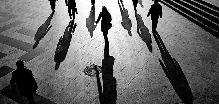 Dagens krönika handlar om att våga bryta ett mönster. Ett mönster man alltid lever efter. Känslan att vilja vara någon annan, en annan identitet.