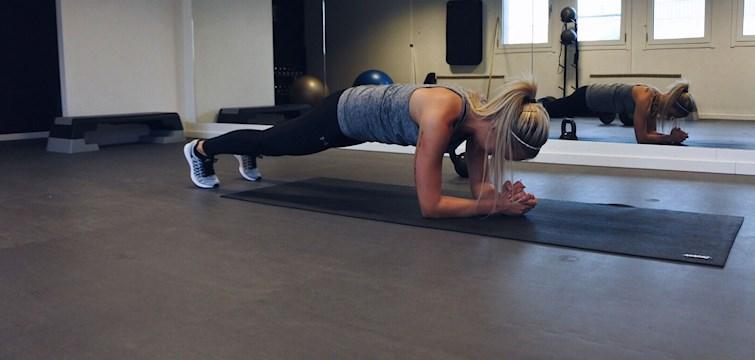 Det är många som drömmer om en snygg och vältränad mage. Idag delar träningsprofilen Therese Svensson med sig av sina bästa magövningar. Först ut är olika varianter på plankan.