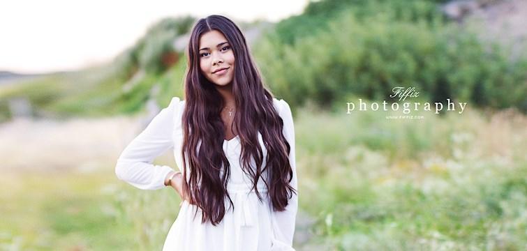"""Hon är tjejen som älskar att fotografera och ni har säkerligen sett hennes tagna outfitbilder på de flesta stora bloggarna i Göteborg. Hon är en positiv 17 åring som ser på livet med glada ögon. Veckans blogg hör på Nouw är Felicia """"Fiffiz""""."""