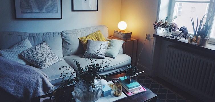 Har du något tråkigt bord hemma som du bara vill kasta iväg? Gör inte det! I detta reportage så guidar Nouws bloggare Vendela Dan er till hur man förvandlar det där tråkiga bordet till något riktigt snyggt.
