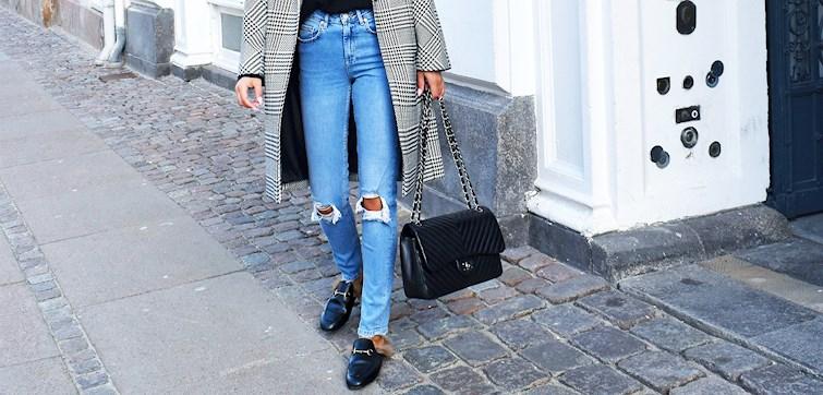 """Når man først finner en jeans som er """"grei"""" er dette ett enkelt alternativ å kjøpe flere ganger, fordi man ikke vil bruke tid på å lete etter nye modeller. Hvorfor er det så tiltak å kjøpe, og hva bør man egentlig se etter i en jeans?"""