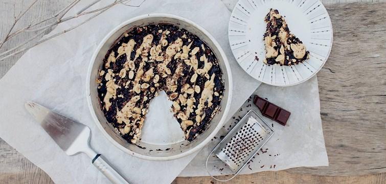Sugen på att baka i helgen? Här bjuder 100kitckenstories på ett nyttigt recept till karamellpopcorn-tartelett med choklad och valnötter. Här nedan finner du receptet!